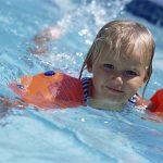 preschooler swimming safely
